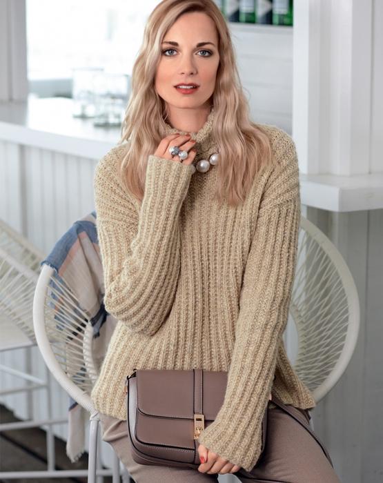 7e64a628f5b2 Ženské jumper pre sofistikované fashionistas vyrobené podľa vzoru pletenie.  Je to módne nosiť ako samostatné nohavice alebo sukne