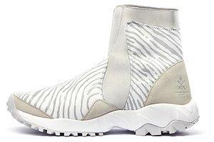 bde91234 Линия спортивных вещей со Стеллой Маккартни настолько удачна и красива, что  просится, чтобы ее в городе. Что разительно отличает adidas от Nike и  приближает ...